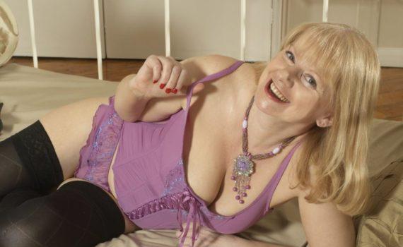 Frivole Hausfrau braucht viel Sex